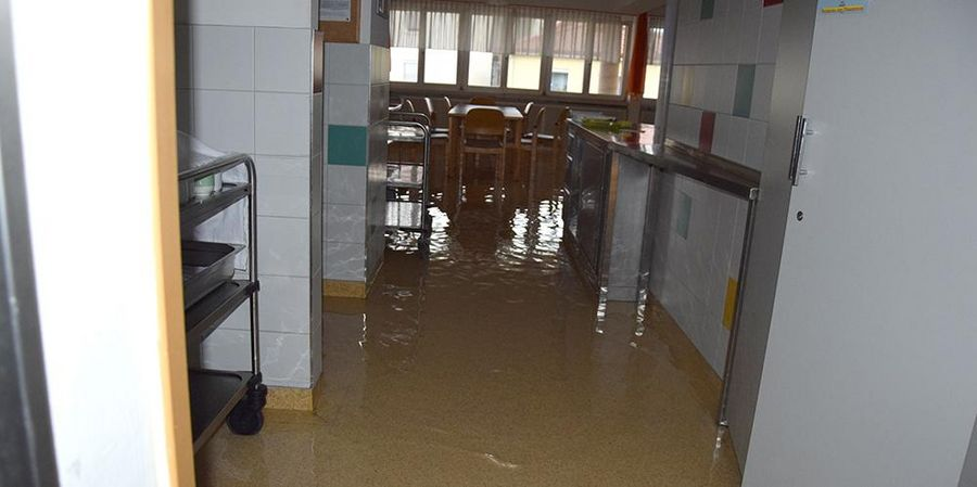 überflutung, altenheim