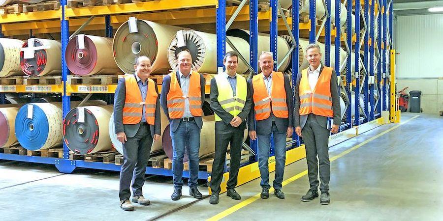 Hermes CFO Johann Unterwieser, Vizebürgermeister und Gewerbereferent Dieter Dohr, Werksleiter Reinhard Pasterk, Bürgermeister Simon Maier und Hermes CEO Jan Cord Becker